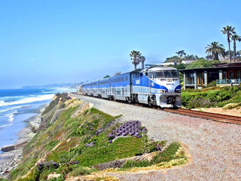 amtrak pacific surfliner train